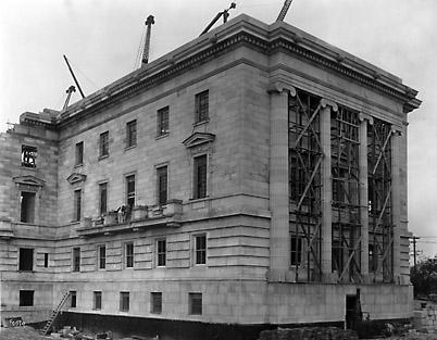 Construction du bâtiment législatif cote sud-est du nord le 5 oct.1915 05-030